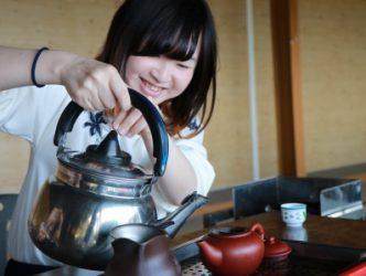 交換為期一年的日本交換生木下晴香開心體驗在台灣泡茶的滋味